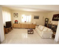 Продается 4-х  спальный дом в Ларнаке, в 300 метрах от моря