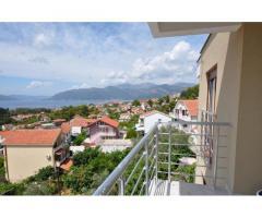 Апартаменты в городе Тиват с удивительным видом на море и горы