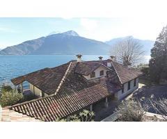 Престижная вилла в классическом стиле на озере Комо в Пьянелло-дель-Ларио