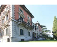 Апартаменты в вилле, построенной в конце ХIX века, на озере Комо в городе Тремеццо