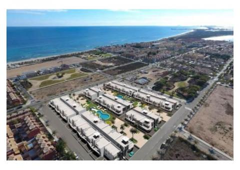 Недвижимость в Испании, Новые бунгало рядом с пляжем от застройщика в Торре де ла Орадада